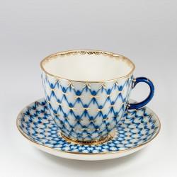 Tazze e piattini. Tulipano caffe. Reticolo Cobalto.