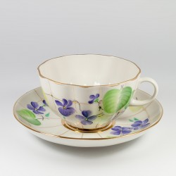 Tazze e piattini. Tulipano. Viola estiva.