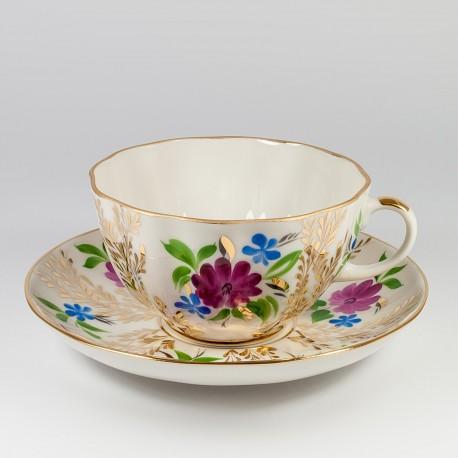 Csésze és alj. Tulipán. Arany füvecskék.