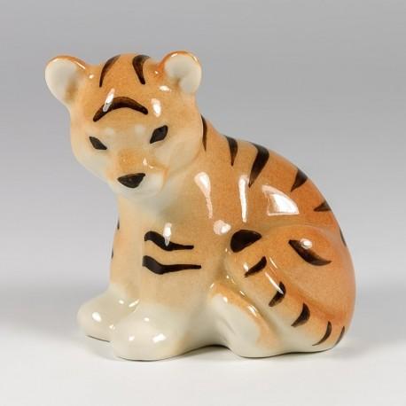 Scultura. Cucciolo di tigre.