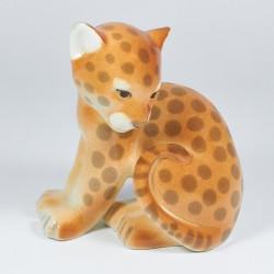 Szobrocska. Kis leopárd.