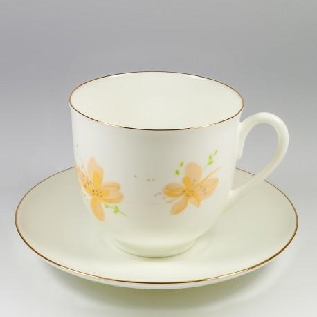 Csésze és alj. Gyöngyvirág. Sárga virágok.