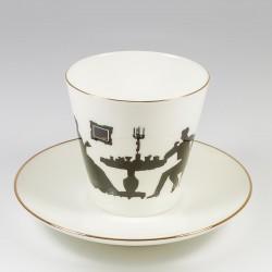 Чашка с блюдцем. Черный кофе. Гость.