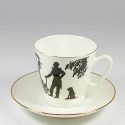 Чашка с блюдцем. Черный кофе. Встреча.